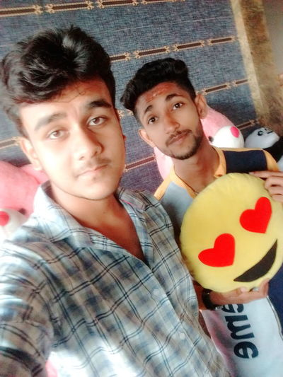 Styles #Dress Farmaan Mughni Lounge Club Hukka Lounge Bar Brother Brotherhood Brothersforlife Body & Fitness Body Care Teen Muscles #JustMe Smart Dashing Followme Like Portrait Togetherness Friendship Bonding Looking At Camera Young Men Men Smiling Happiness Posing Street Art