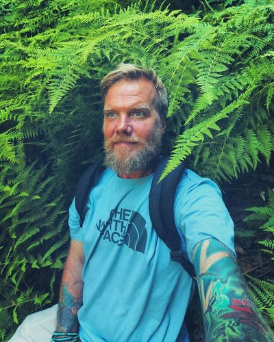 Who feels it knows it💚💙 Grateful Energy Nature Hiking Forest Ferns Love Selfportrait Green Blue EyeEm Nature Lover