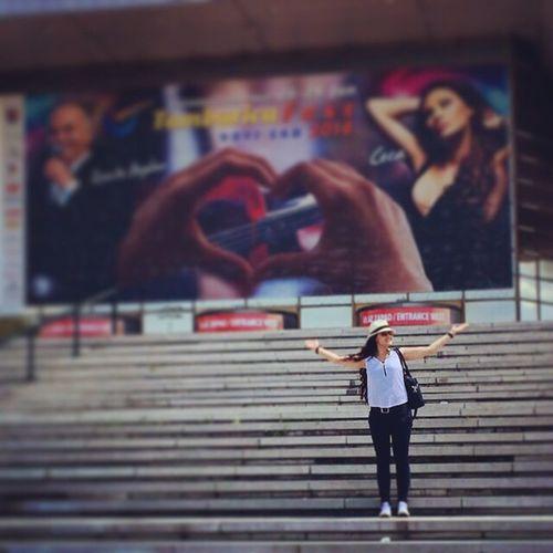 Women Who Inspire You Ceca Cecaraznatovic Singer  Serbiansinger Svetlanacecaraznatovic Music Music Is My Life Serbia Novisad Serbian Stairs Hat Curls Amazing Beautiful EyeEm Best Shots Streetphotography Up Close Street Photography