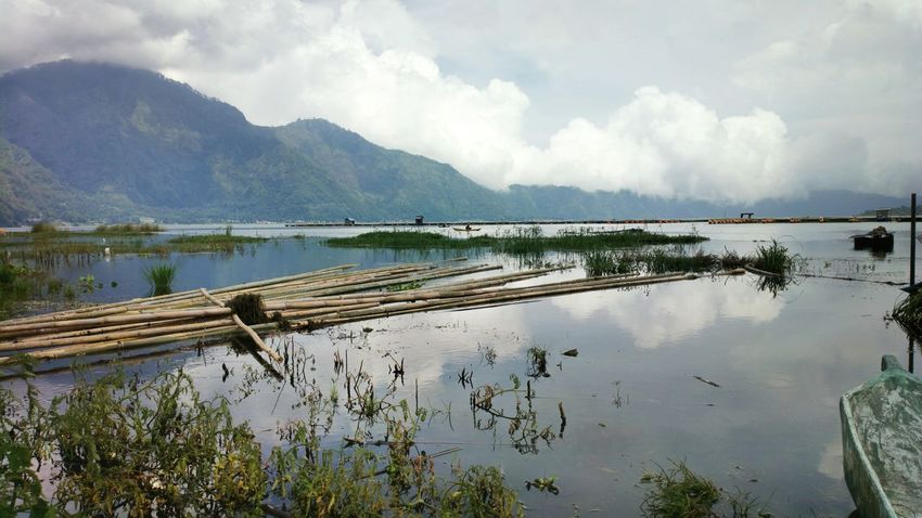 Mt Batur Lake. TheFoneFanatic Nokia808 Mobile Photography Phone Photography Landscape The Week On EyeEm Scenics Beautiful Perspectives On Nature Reflection Lake Grass Mountain Nature