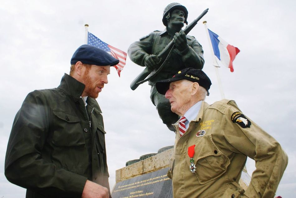 Dday Celebration Veteran Normandie Paratroopers Band Of Brothers Damian Lewis Winters Monument