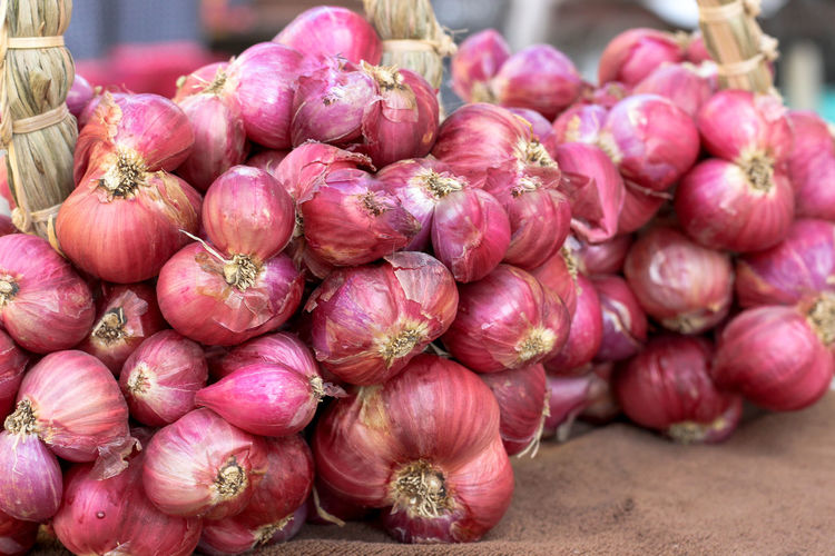 Shallots 3 Shallots Amazing Thailand🇹🇭 Thailand🇹🇭 EyeEm Selects Thailand Supermarket Market Retail  Business Finance And Industry Stack Close-up Food And Drink