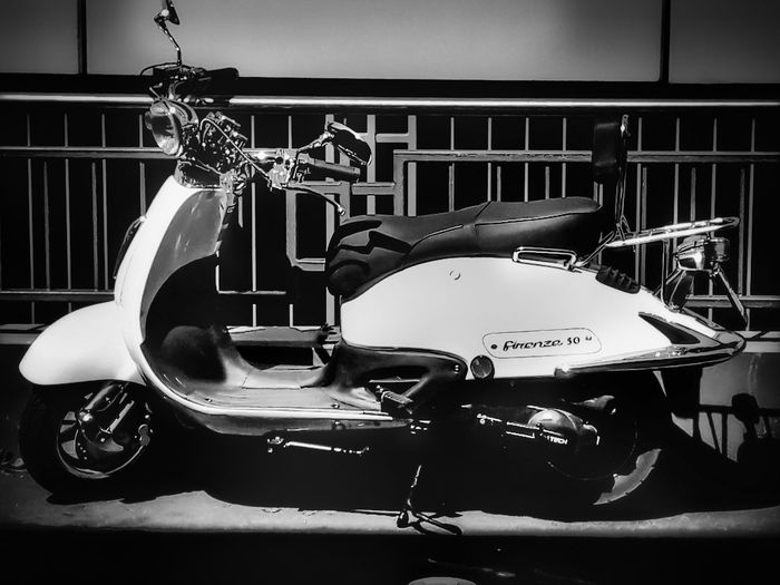 Motorbike Motor Vehicle EyeEmNewHere First Eyeem Photo Smartphonephotography Black And White Retro Styled Personal Land Vehicle Auto Mechanic My Best Photo Streetwise Photography Analogue Sound