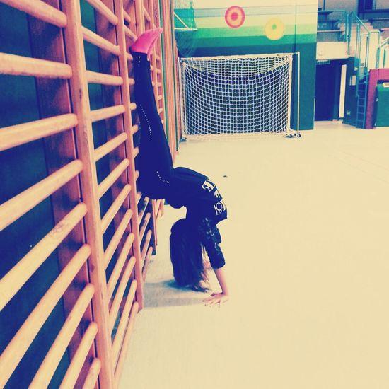 Handstand ♥  vorm training noch ein paar fotos mid frinds.♡