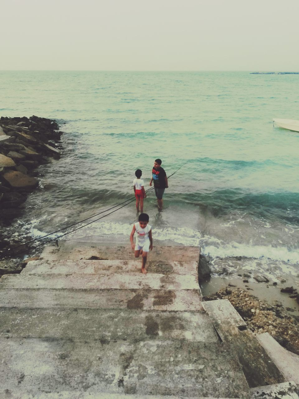 sea, water, horizon over water, beach, real people, two people, nature, outdoors, scenics, beauty in nature, rear view, sky, day, men, leisure activity, full length, clear sky, standing, togetherness, vacations, lifestyles, people
