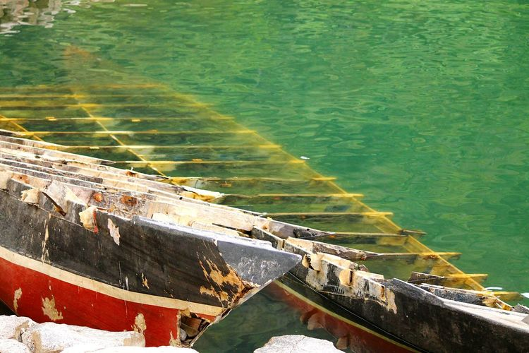 Sunken Ship Water Lakeshore Nature No People Beauty In Nature Green Color Reflection Negros Oriental Twin Lake, Balinsasayaw Philippines Patterns In Nature Built Structure Boats Sunken Boat