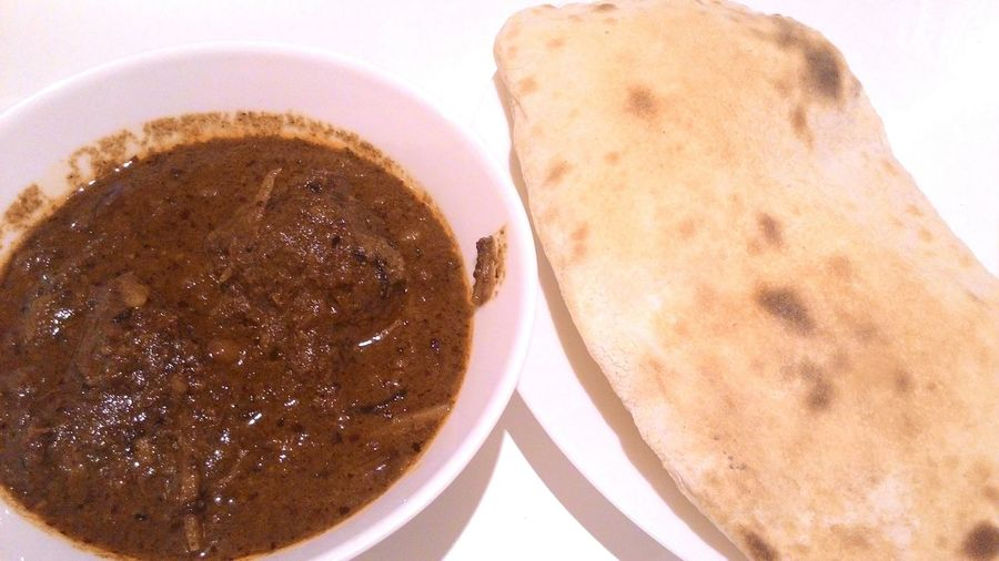 Asian taste Food And Drink Food Asian  Taste Meal Curry Mussaman Dish Nan Naan Roti Bread Tender Soft Beef Plate Table Muslim White Brown Spices Spicy Culture Black Dipping