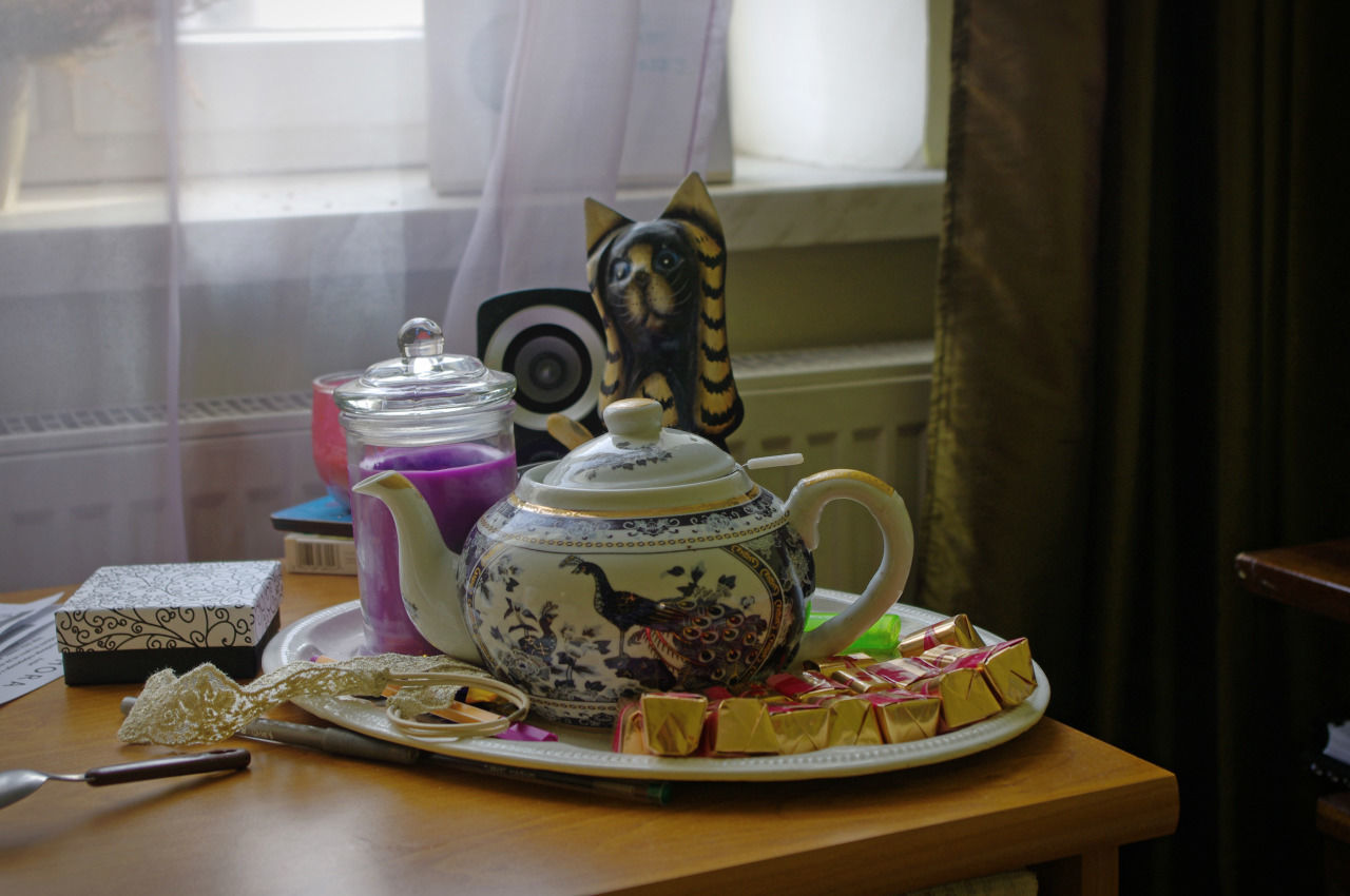 Close-Up Of Tea Kettle In Plate On Table
