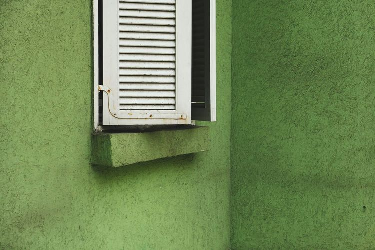 Green Color No People Day Window Architecture Built Structure Outdoors Grid Sunlight Pattern Building