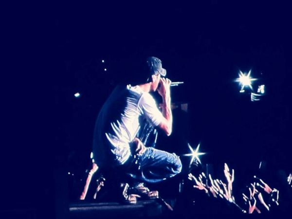 fan following of the superstat The Following Things I Like Enriqueiglesias Concert Photography Crazy Moments Crazy Fan Kisses❌⭕❌⭕ Hanging Out Having A Good Time Having Fun Love Music♥ Music Brings Us Together