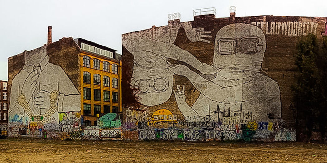 Berlin, 10-14 Berlin Germany Germany🇩🇪 Deutschland Blu Brothers Chain City Street Art Graffiti Architecture Building Exterior Built Structure