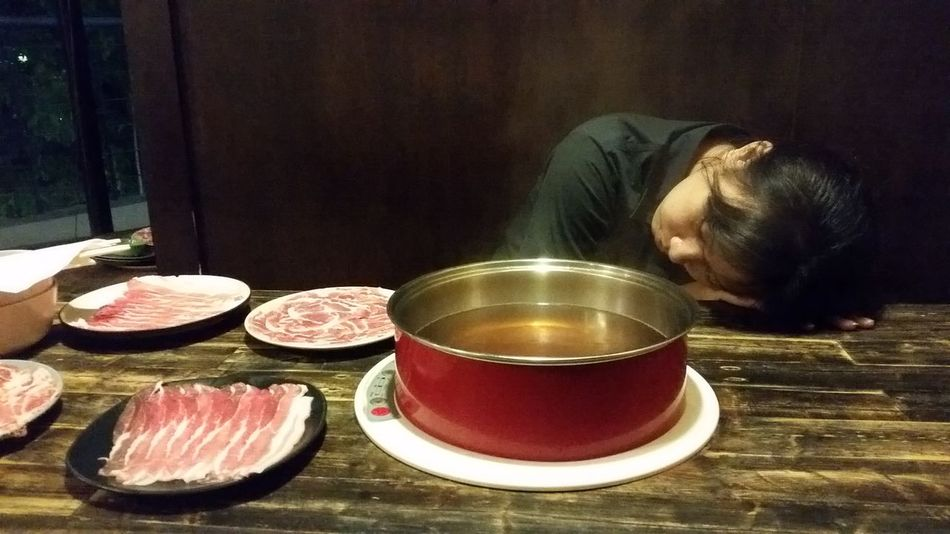 Food Food And Drink Bowl Ready-to-eat Only Women Healthy Eating Indoors  Day Waiting Sleeping Sukiyaki Restaurant Suki Meat Lover Suki Yaki Meal Lunch Lunchtime Chabu