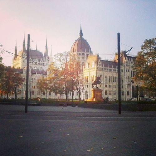 A politikusok háza táján is ősz van... Parliament Autumn Fall Budapest Square Politician Hungary Trees Leaves Mik Ikozosseg Kossuth Ter Today