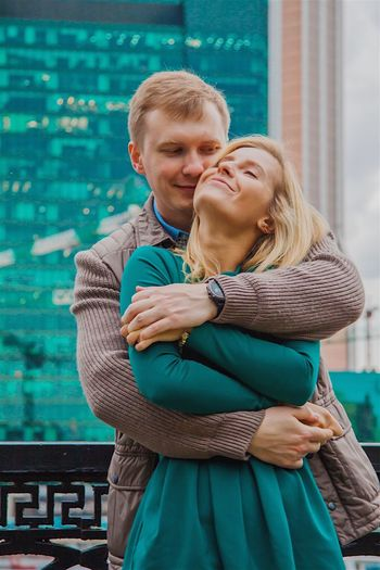 Love in big city 🌃 ❤️ Love Smiling Happiness Real People Enjoyment Couple - Relationship Day Lifestyles Russia Moscow Tenderness Bigcitylife