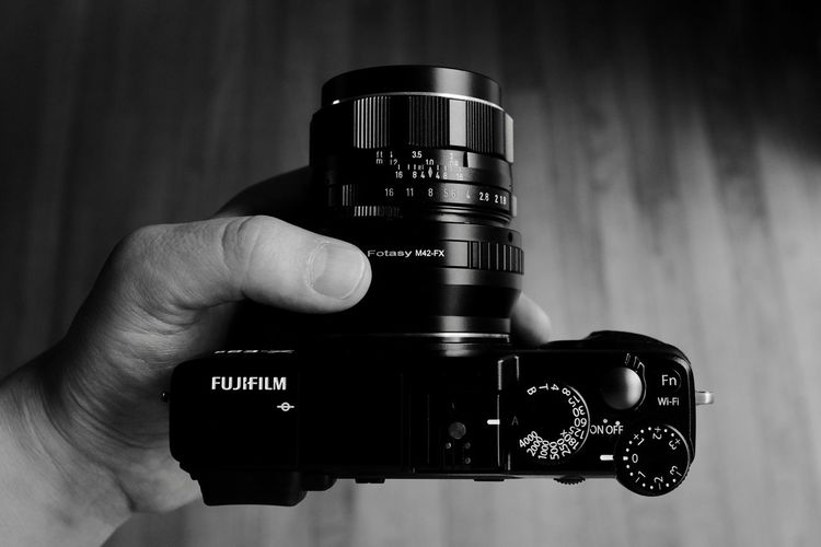 Tools Human Hand Photography Themes Human Body Part Camera - Photographic Equipment Technology Photographing Holding Digital Camera Close-up One Person Photographer Camera Real People Indoors  SLR Camera Digital Single-lens Reflex Camera Day People