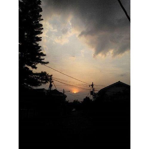 SORE menjelang... Bandung ...terima kasih lagi untuk Jingga Mu ... Sunset Lenovotography Pocketphotography Photooftheday Photostory Lzybstrd Fatamorphosis