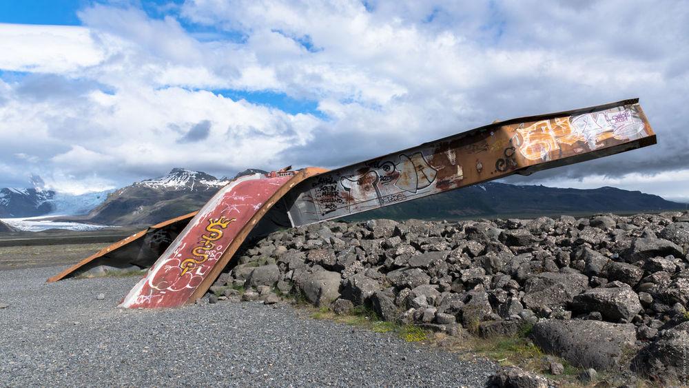 Route n°1, débris d'un pont détruit par la crue glaciaire de novembre 1996 Bridge Iceland Pont