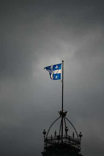 Flag Quebec City Quebec, Canada Daylight Autumn Colors Politics And Government Quebec Flag Quebecjetaime Macapitale