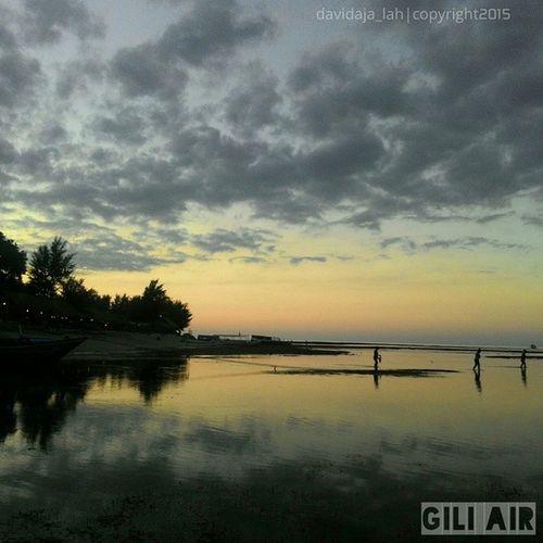 When the Sky changed to Twilight - Gili Air Taken by : [Zenfonen 5] Kamerahpgw Kofipon Zenfone_id Zenfoneindonesia Lingkarindonesia Kompakersbali Kompakersbalibagus