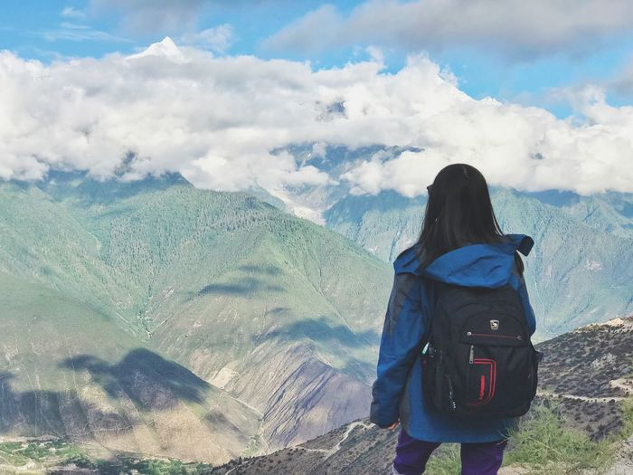 Backpack Snow Mountain Real People Rear View Cloud - Sky Lifestyles Leisure Activity One Person Mountain Scenics - Nature Beauty In Nature Hiking Nature Sky Vacations Standing Tranquility Activity Day Tranquil Scene Adult Mountain Range