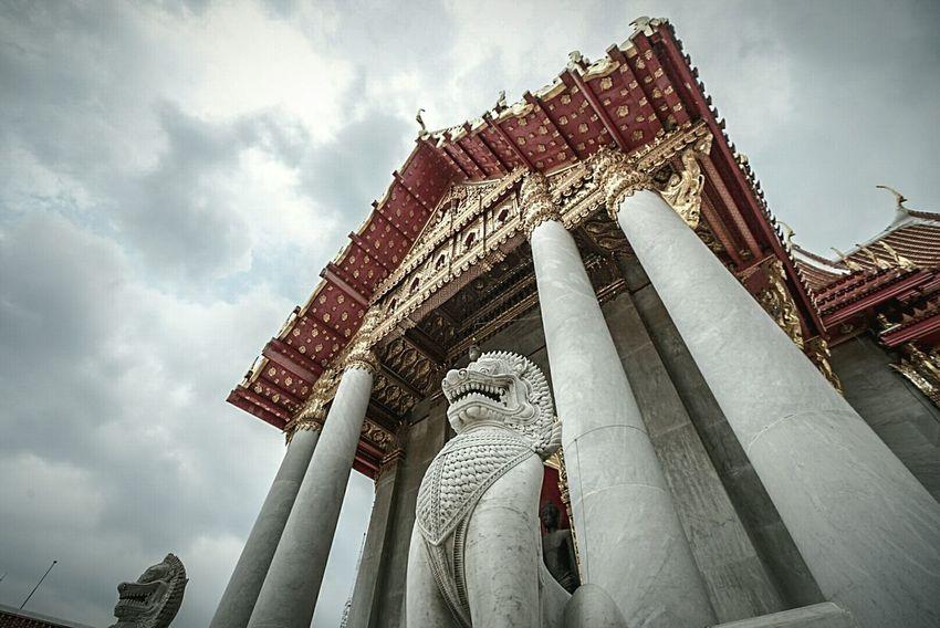วัดเบญจมบพิตร Marble Temple Low Angle View Place Of Worship Outdoors Rainy Days Cloudy Day Faith Thailand Bangkok Cityscape Landscape Travel Destinations Gold Religion Buddha Temple Buddha Church Cloud - Sky Sky Architecture Day Lion Ststue