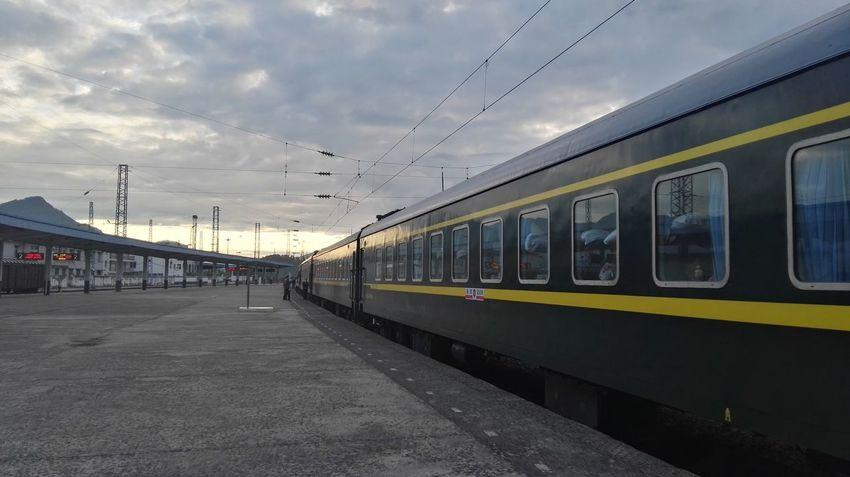 临停 City Flying Sunset Public Transportation Bird Train - Vehicle Business Finance And Industry Arrival Sky Cloud - Sky