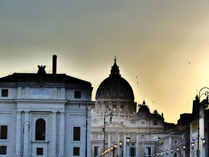 Rom Chatolic Petersdom Sunset Sunrise No Edit/no Filter Religion Historic Skyline Romantic Inferno Politics And Government City Dome Architectural Column History King - Royal Person Façade Sky Architecture Built Structure Palace Civilization Ancient Civilization Ancient Rome Ancient History