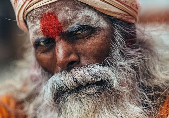 A sadhu in Varanasi (India). The complete serie is on my website: laurentponce.fr Let me know what you think about it ☺️ Portrait India Varanasi Sadhu Travel
