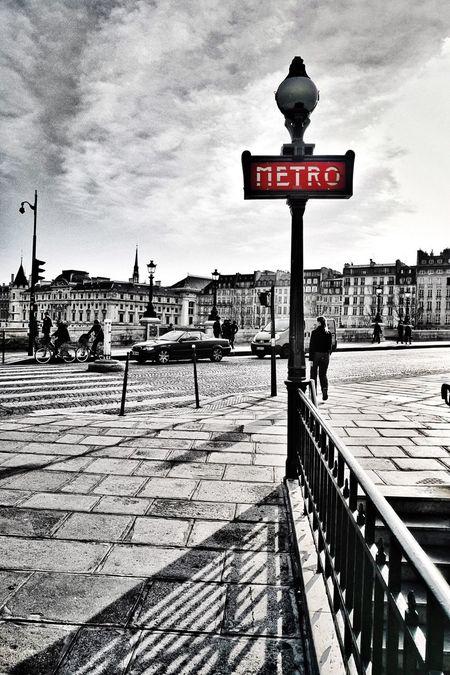 Fall in Paris B&w Street Photography Showcase: December EyeEm Best Shots - Black + White Blackandwhite Streetphotography EyeEm Gallery Eye4black&white  Paris Check This Out Photography Streetphoto_bw
