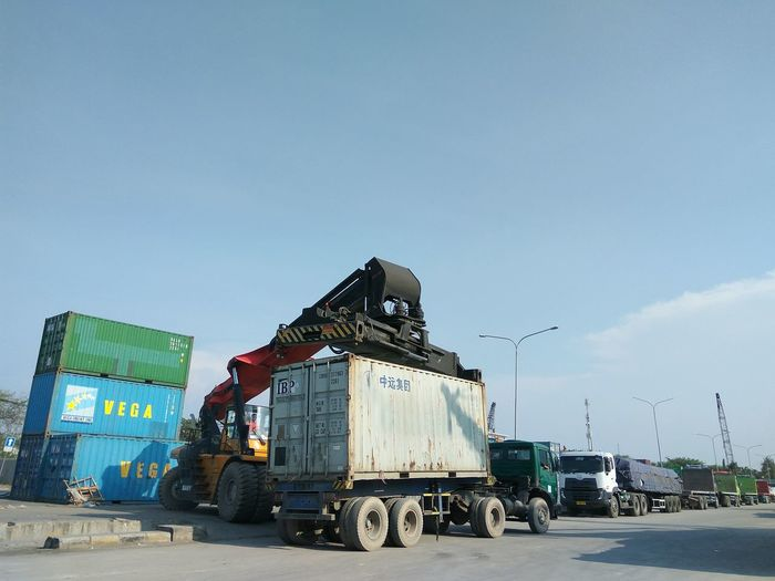 Container loading activity Cargo Container Loading Unloading Port Harbour Tanjung Priok Jakarta INDONESIA Crane Trucks Truck Business Finance And Industry Industry Transportation Transport Weight Vehicle Sky Blue Sky Driving Sky Moving Street Art Vehicle Trailer Semi-truck Trucking Tractor Commercial Land Vehicle Loading Dock Truck Driver