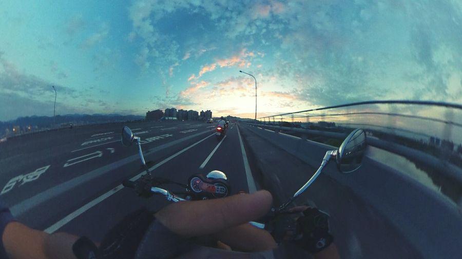 有些事…不管怎樣做還是一樣。常數,不可改變 Clouds And Sky Riding! Danger! Sunset And Clouds  Keep Smiling On The Road Theta360 Learn & Shoot: Layering Capture The Moment