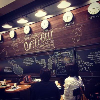 2015.06.23 . . 休憩に入りまーす(*´∇`)ノ 全員がセミナー初参加の女子会を してるでふよ꒰*´艸`*꒱ . . 後半にフードペアリングw 甘いのいっぱい食べるよー😋 ↑PTRさんがそう言ったw . . このコーヒーベルトの壁画凄い… . . Miillains Miillainsはスタバっ子w Starbucks Starbuckscoffee スタバ コーヒーセミナー 初参加 六本木 六本木ウエストウォークラウンジ店 フードペアリング編