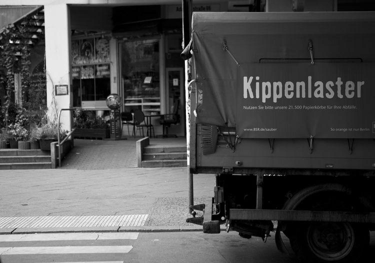 #Berlin #blackandwhite #dust #kottbussertor #kotti #kreuzberg #Streetart #Streetart El Bocho #streetphotography