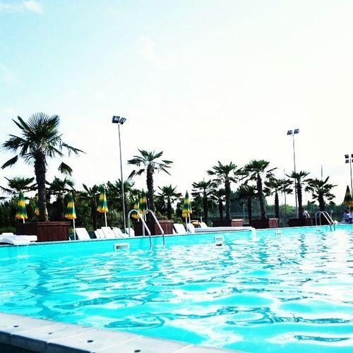 Fate voi ? Rimini Gatteoamare Gobbihotel Pacchia relax finalmente famigliolafelice iorestoqua ciau Noi ci siamo fermati in hotel perchè faceva brutto tempo e ci siamo accontentati di una piscina tutta per noi ???