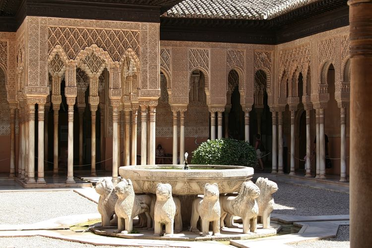 Fountain at alhambra palace