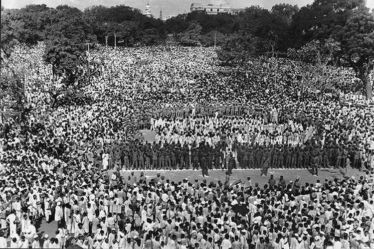 THIS IS THE PEOPLE GATHERING FOR CELEBRATING FIRST INDPENDANCCE DAY ON 15 TH AUGUSST 1947. Large Group Of People