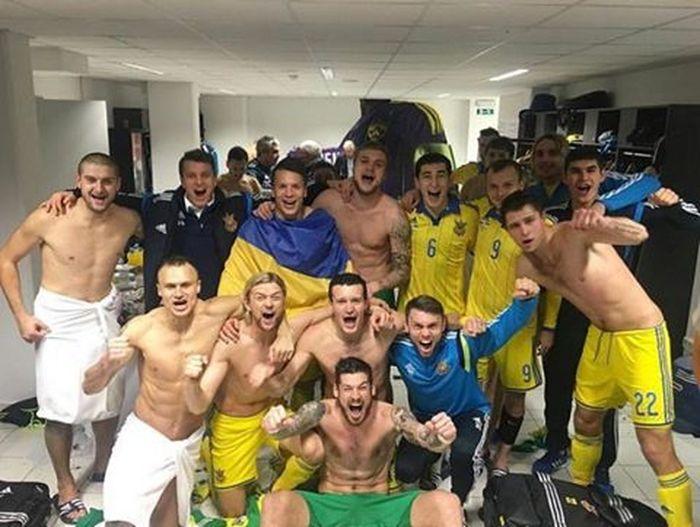 ТАААК!!!!! МИ НА ЄВРО!!! ДЯКУЄМО ХЛОПЦЯМ!! СЛАВА УКРАЇНІ!! 🇺🇦🇺🇦🇺🇦🇺🇦🇺🇦🇺🇦🇺🇦🇺🇦💪💪💪💪💪💪 славаукраїні минаєвро Франція Україна футбол 2016 євро чемпіони Football France Europe European  Qualifiers Ukraine Thanks  Slava Ukraine