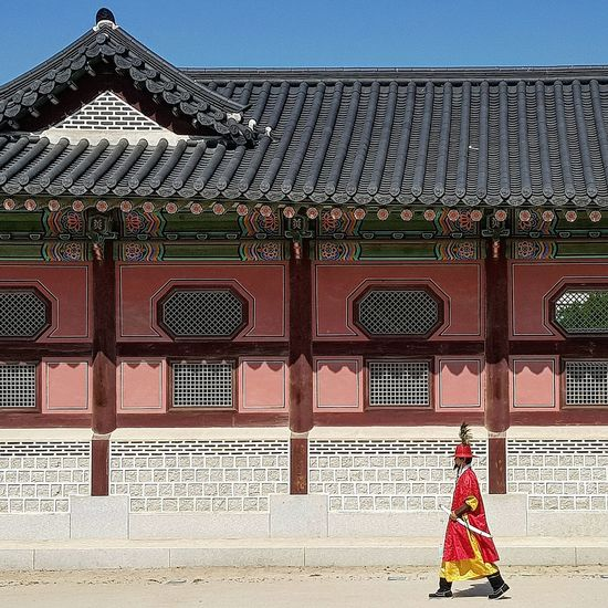 Seoularchitecture Palace Architecture Gyeongbokgung Palace, Seoul Practise Session Tripwithson2017 Trip To Seoul Seoul Streetphotography Streetphotography Korean Culture Palace Guards Seoulspring2017 Seoulmay2017 Seoul Southkorea