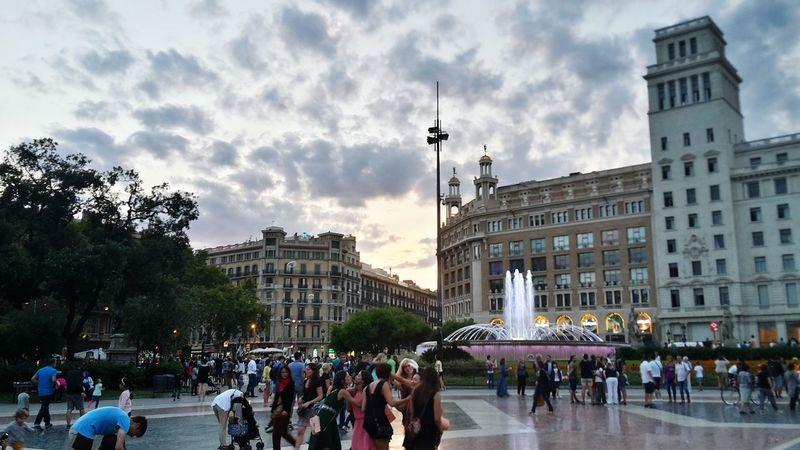 una tarde mas de salida Barcelona Plaza Ciudad Beautiful