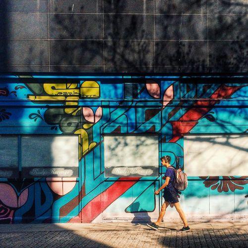 // Graffiti walks // Peoplephotography Streetphotography London Graffiti