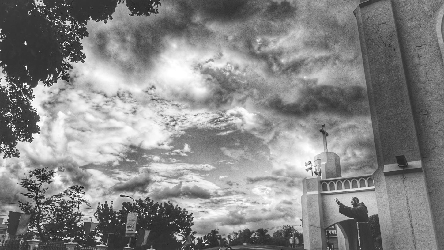 Clouds And Sky The Pretenders Black And White Street Photography Streetphoto_bw Amazing Architecture Black And White Collection  Everyday Lives Enjoying Life Just Taking Pictures