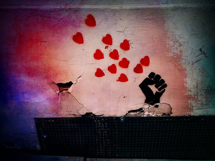 My Photography From My Point Of View De L'amour Sur Les Murs Street Art Contrasting Colors Heart Wall Reloveution