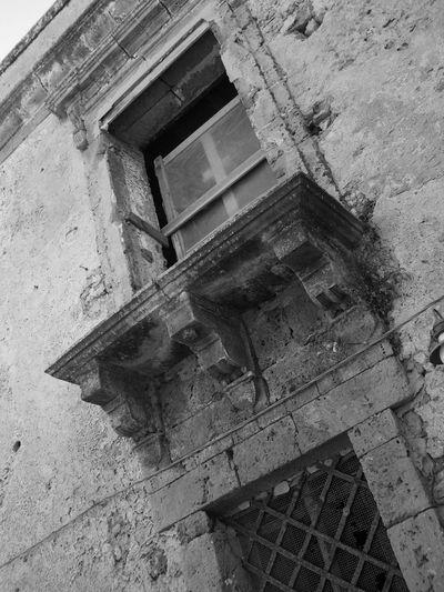 Marzamemi Siciliabedda Paesino Blackandwhite Bianco E Nero Sicily Window Windows Finestra Foto D'epoca Old Buildings Sicilia Pachino Artistic Italia Italy Old Town Old House Hamlet Novecento 1900 50s 40s Run-down