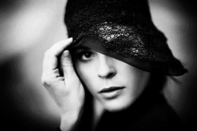 Beautiful look The Week on EyeEm Vogue Style Blackandwhite 1920's Dressed Woman 1920 Fashion 1920's Style Fashion Fashion Stories Hat Retro Beautiful People Beautiful Woman Beauty Blackandwhite Close-up High Fashion Human Eye Human Face Human Hand Portrait Retro Hats Retro Styled Tenderness Woman Holding Hat Young Women