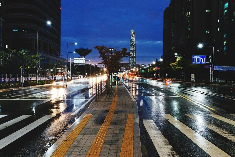 After Rainy Day Taking Photos Way Home Night Lights Night Seoul, Korea EyeEm Korea Vanishing Point
