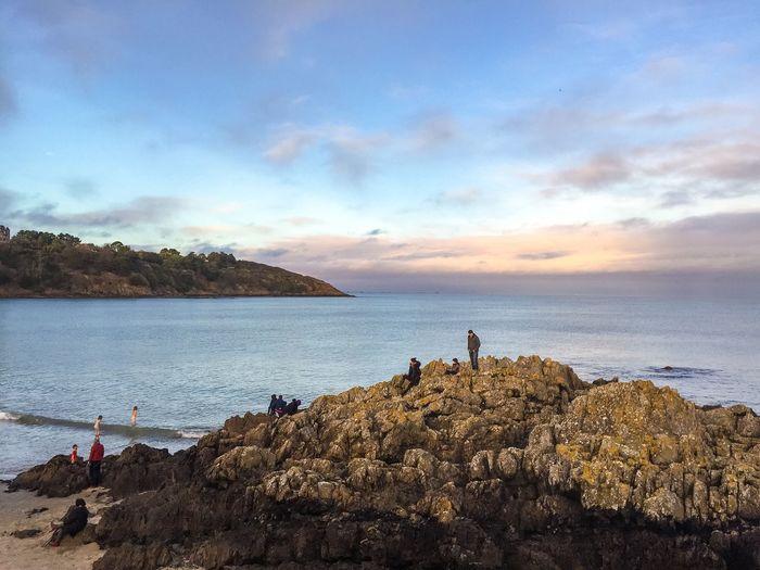 Baignade sur la plage de l'avant port le jour de Noël. Water Sky Beauty In Nature Tranquility Outdoors Beach Christmas Day Sea And Sky Sea Brittany France Wave Blue Skyblue Landscape Bathing Côtes D'Armor