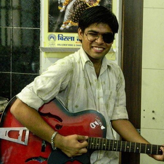 Just a Crazy Flashback of my Sophomore  year at College .. Half Glasses double Fun ..Amateur Guitarist .. Remembering old Memories