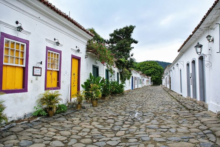 Paraty 8. Brazil. Colorful Tourism EyeEm Best Shots Paraty Rio De Janeiro Rio De Janeiro Eyeem Fotos Collection⛵ Brazil Historic Colonial Architecture Colonial Old Town Cute Cityscape TOWNSCAPE Portugal Architectural Detail Store Sky Architecture Building Exterior Built Structure Cobblestone Cobbled Footpath Alley Lane Roof Tile Paving Stone Diminishing Perspective vanishing point