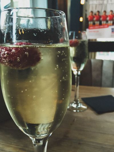 Cheers everyone :) Prosecco Wine Celebration Hanging Out Pub Bar Glass Raspberry Cheers Relaxing