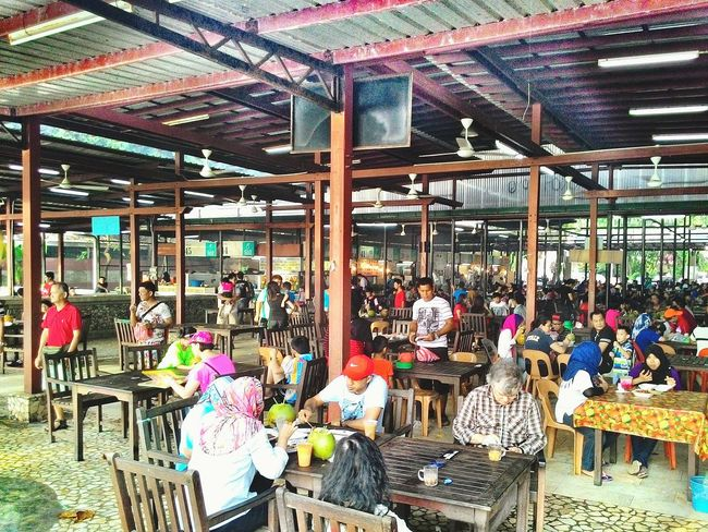 Eating here, enjoying the crowd and heat. Amazing Borneo Kota Kinabalu Land Below The Wind The Places I've Been Today FOOD Makes Me Happy! Tanjung Aru